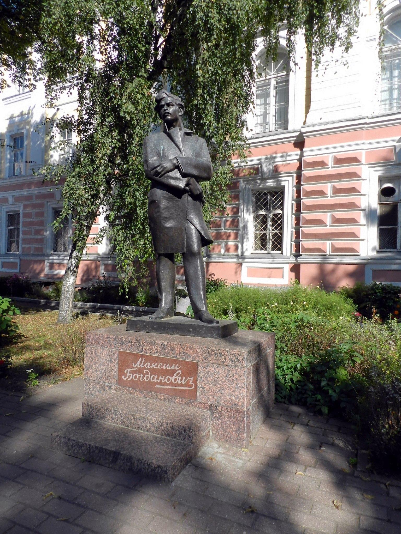 Памятник богдановичу ярославль памятники из гранита недорого к 9 мая